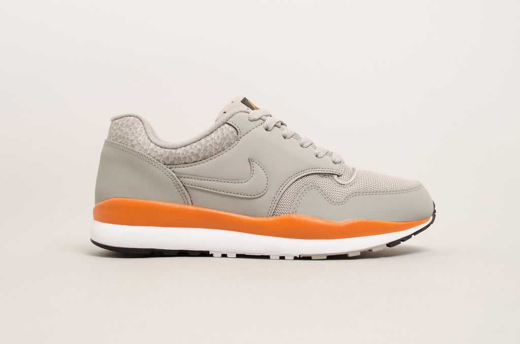 Nike Air Safari ( Cobblestone / Grey / Monarch ) 371740-007