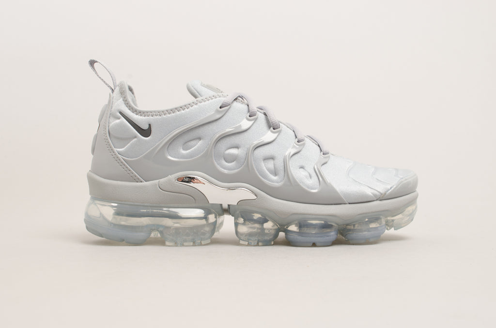 db8d8d647ce ... official store nike air vapormax plus wolf grey 924453 005 225d3 a7c7a