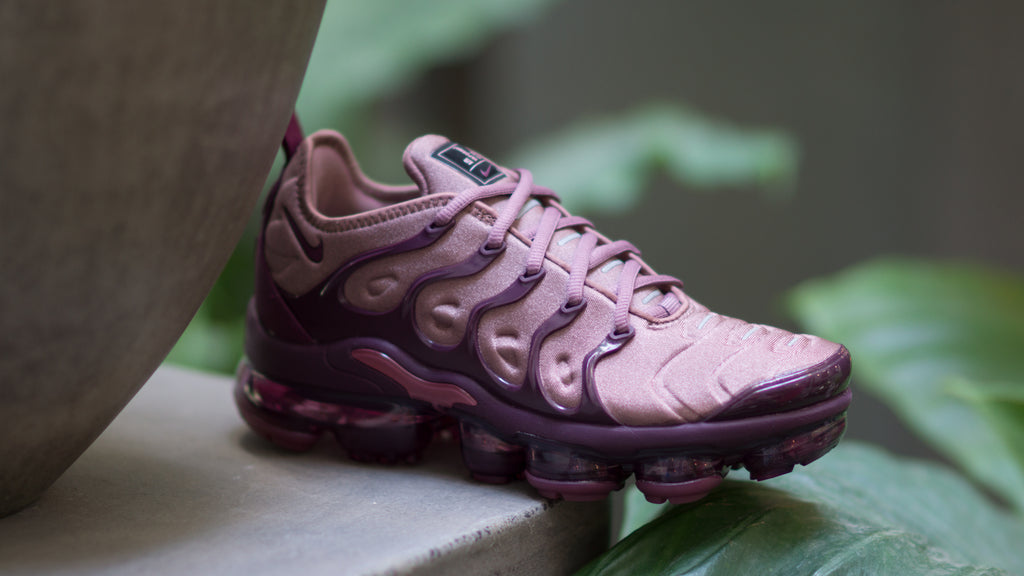 18f3847ee8 ... Nike Women's Air Vapormax Plus ( Smokey Mauve / Bordeaux ) AO4550-200
