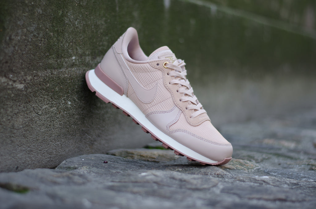 Nike Women's Internationalist Premium Particle Beige 828404-202
