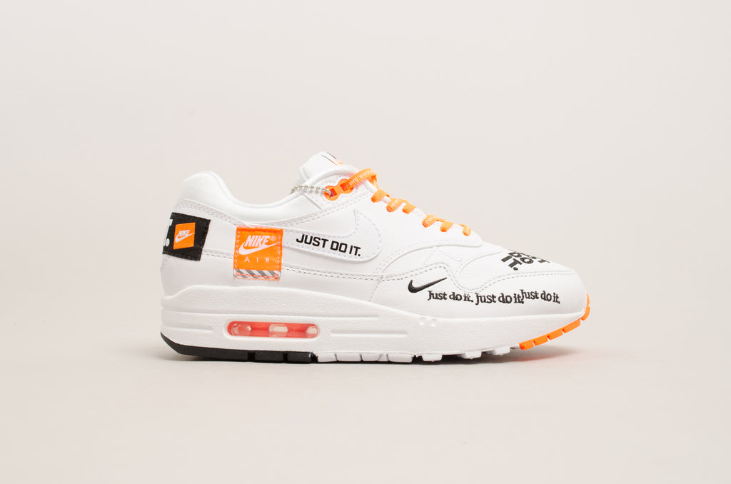 "Nike Women's Air Max 1 Lux "" Just do it "" ( White / Orange / Black ) 917691-100"