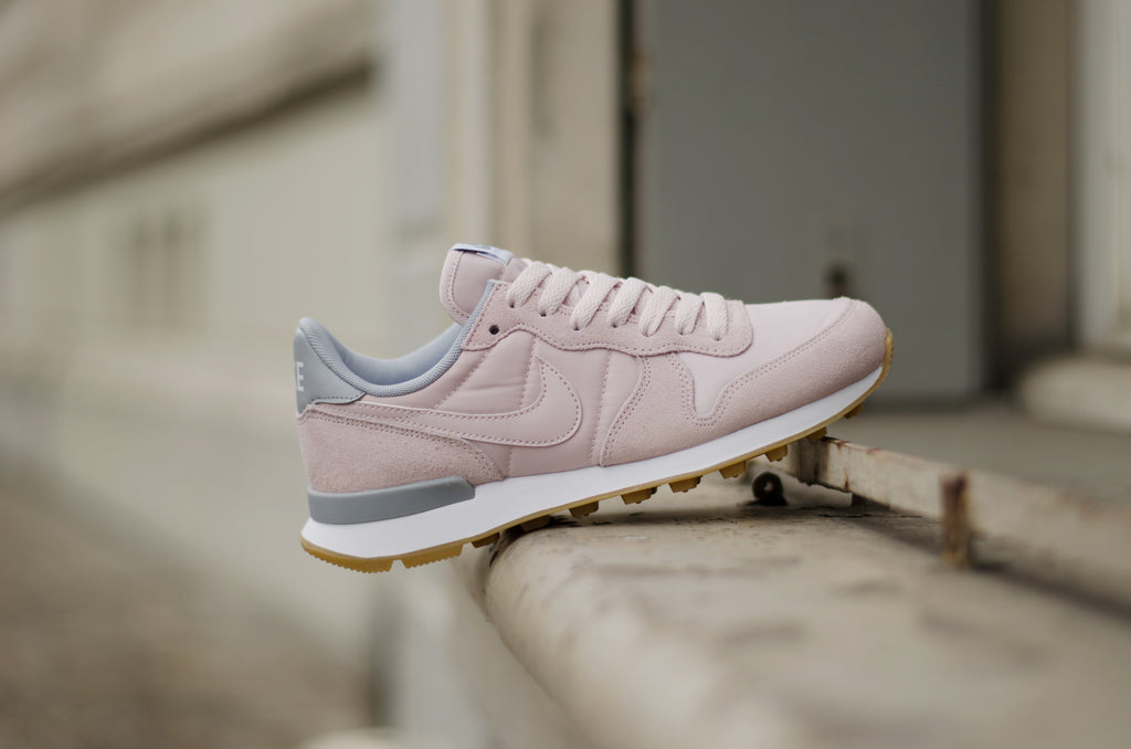 16a3ba610d03 ... nike womens internationalist barely rose grey white 828407 612