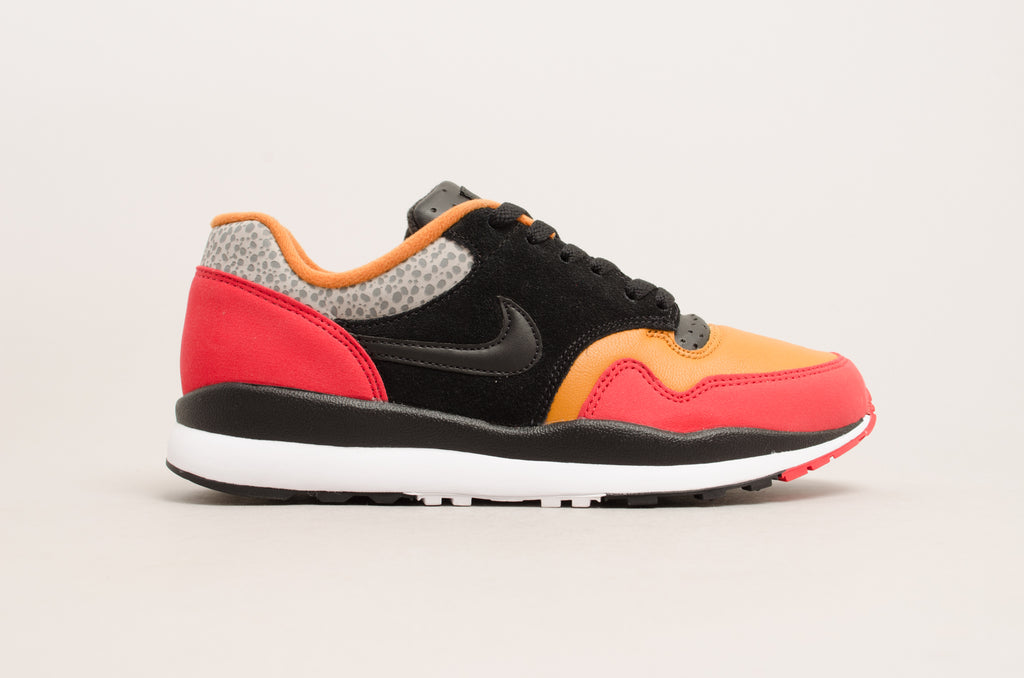 b1bf35caecad Sevensneakerstore.com Nike Air Safari SE SP19 ( University Red   Black    Monarch ...