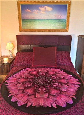 The Amethyst Magic Deluxe Venus Mat protect your bedding and defend against wet-spots or period stains in bed. The most aesthietcially pleasing bed mat on the market.