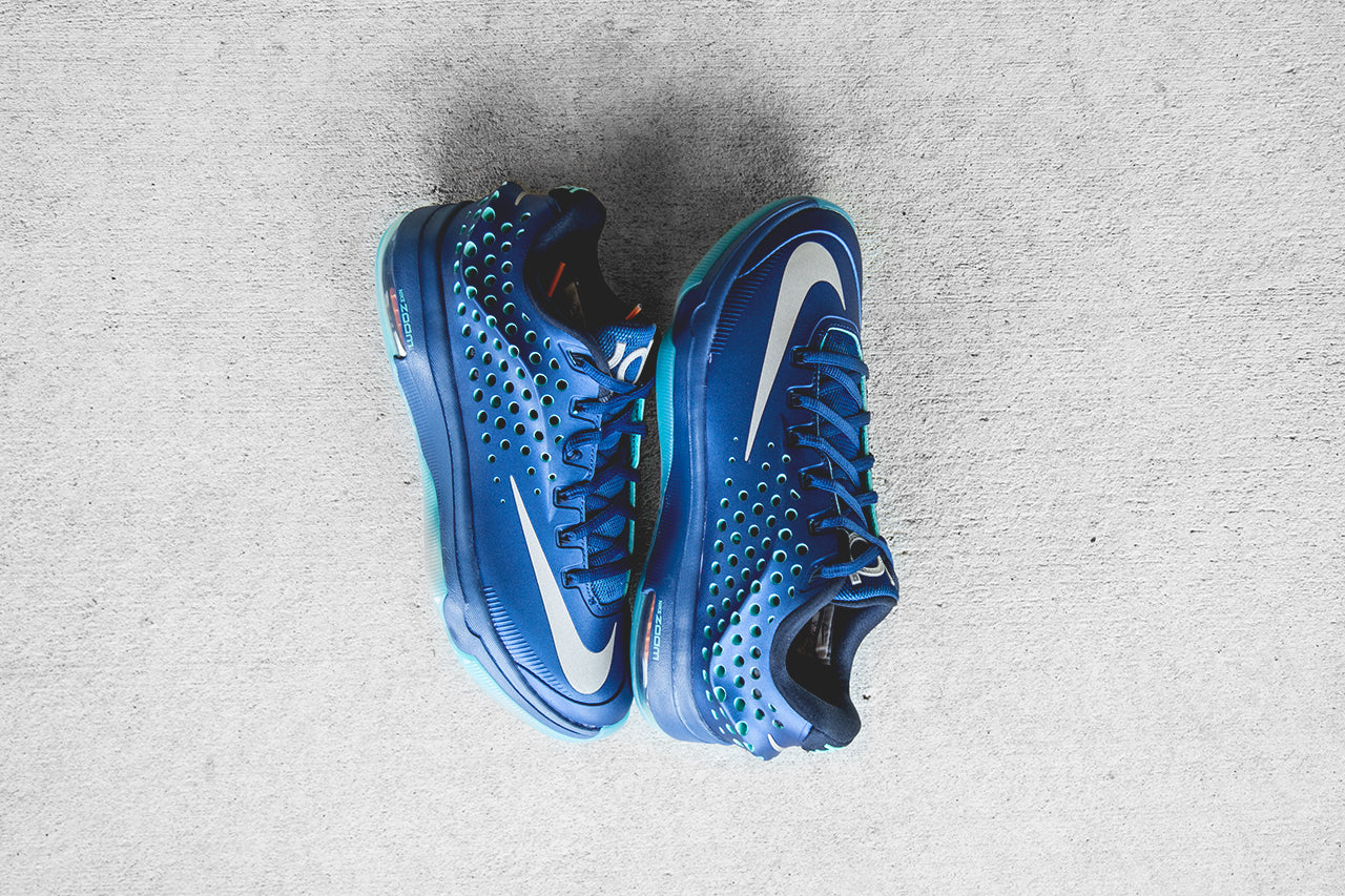 "new product 6187d ebaa9 The sneaker s All-Blue makeup is inspired by the sky s blue tone, hence its  ""Elevate"" moniker. Unlike the traditional KD 7, this Elite variation  consists as ..."