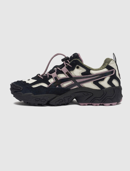 ASICS X PLEASURES: GEL-NANDI [BLACK]