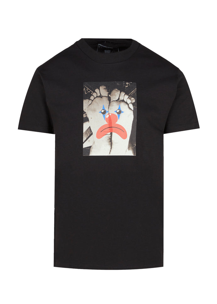 PLEASURES: HAPPY FEET SS TEE [BLACK]