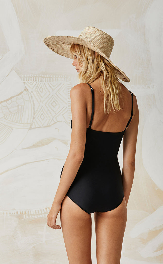 BLACK HONEY ONE PIECE