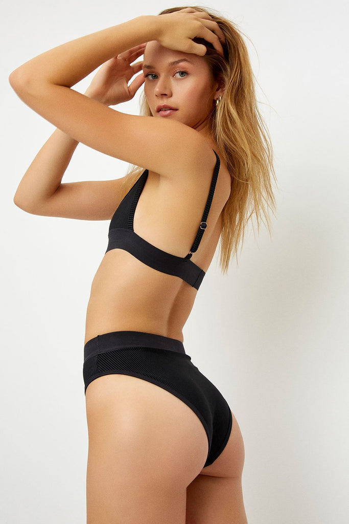 Black ribbed high waisted bottoms