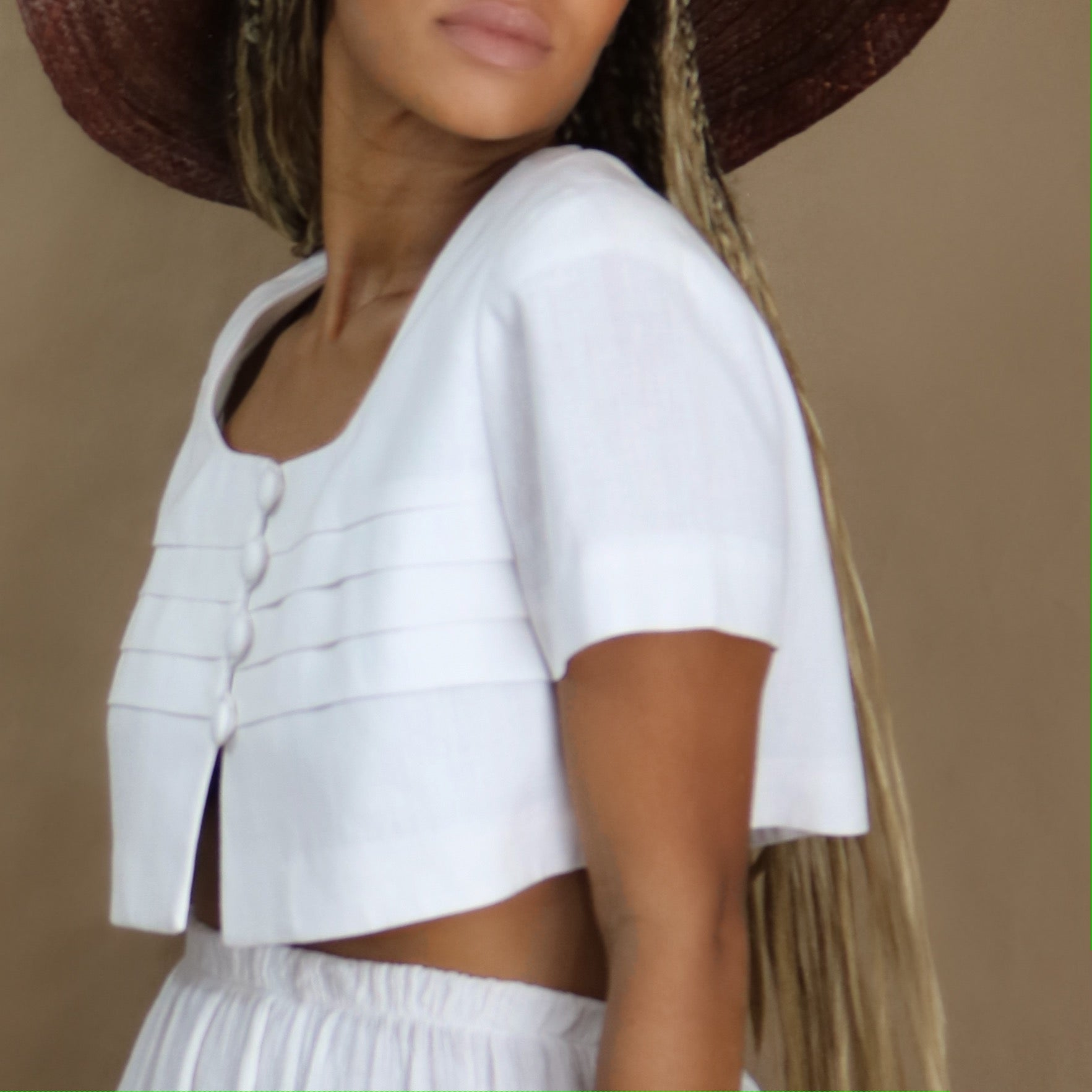 structured crop top in blanco