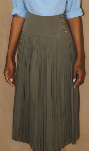 light wool pleated skirt in ivy