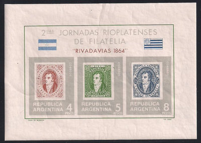 Argentina 794 MNH - Crease/Curl - Stamps on Stamps