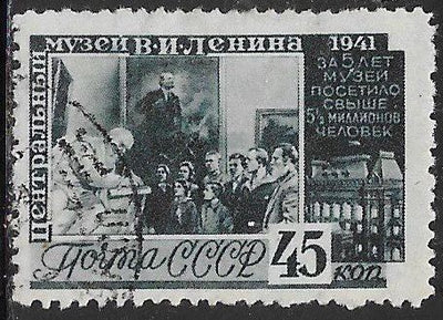 Russia 854 Used - ‭Fifth Anniversary of Lenin Museum - ‭Visitors in Lenin Museum