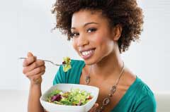 woman-eating-salad