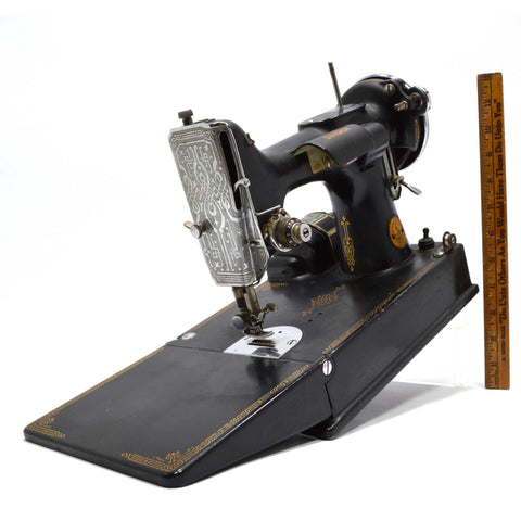 Vintage SINGER FEATHERWEIGHT #221 SEWING MACHINE c.1940 Elizabeth, NJ *Untested*