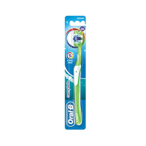 Oral B complete 5 way clean advantage tothbrush - Medium