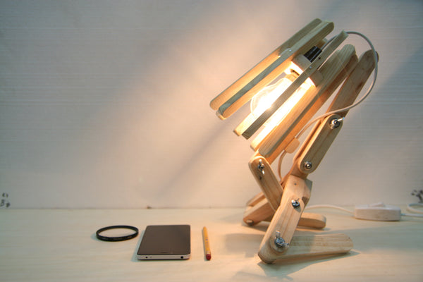 Creative Upcycling – Pallet Wood Desk Lamp