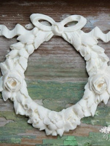Rose wreath - The White Robin