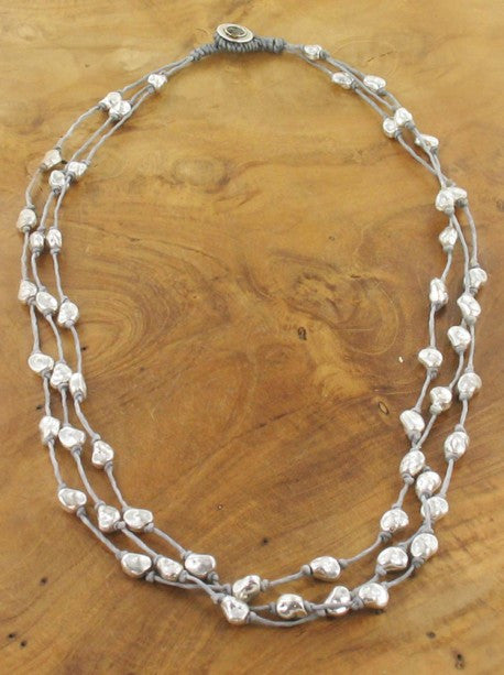SHORT 3-STRAND NECKLACE WITH SILVER NUGGETS