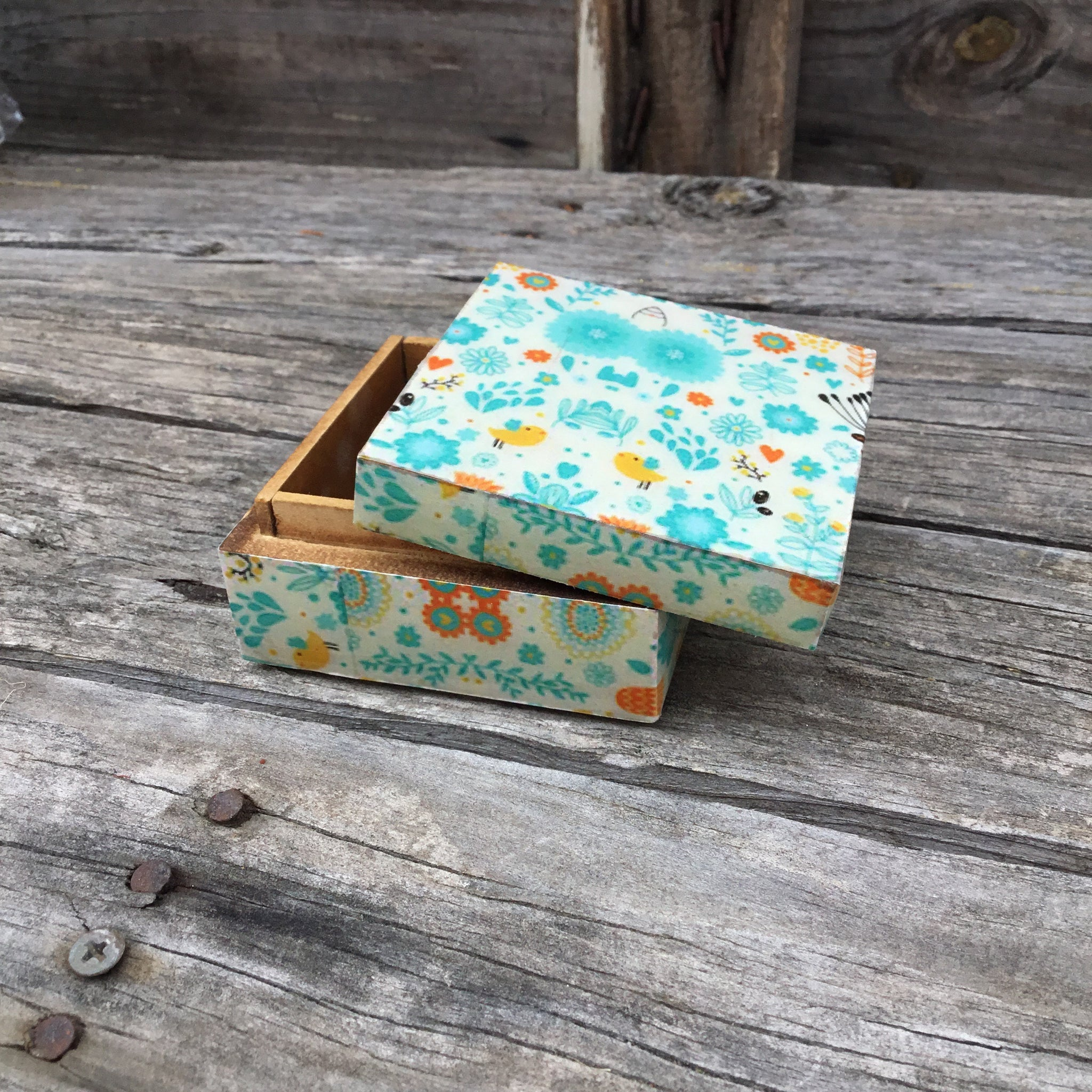 Fair Trade Box 3 x 3 Flower Design