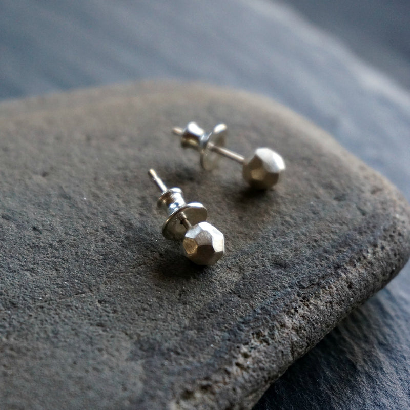 Round Stone Silver Stud Earrings - SOWELL JEWELRY