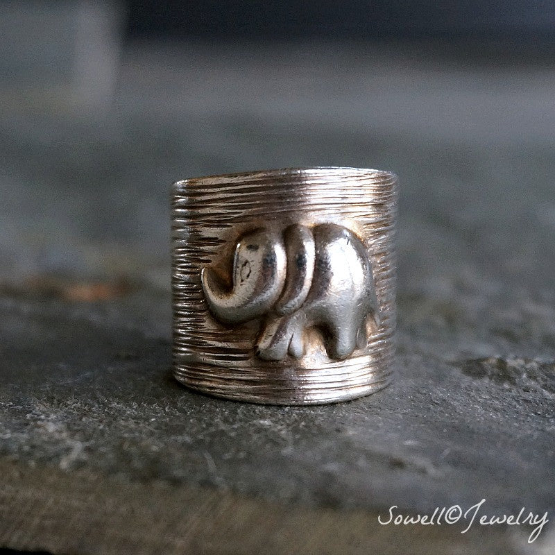 Kamnan Silver Elephant Ring - SOWELL JEWELRY