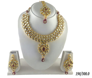 Go Glamour Kundan Necklace