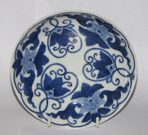 A Japanese blue and white Nabeshima 'five sun' dish
