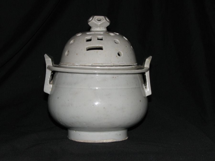 A Korean white glazed porcelain censer and cover. - asianartlondon