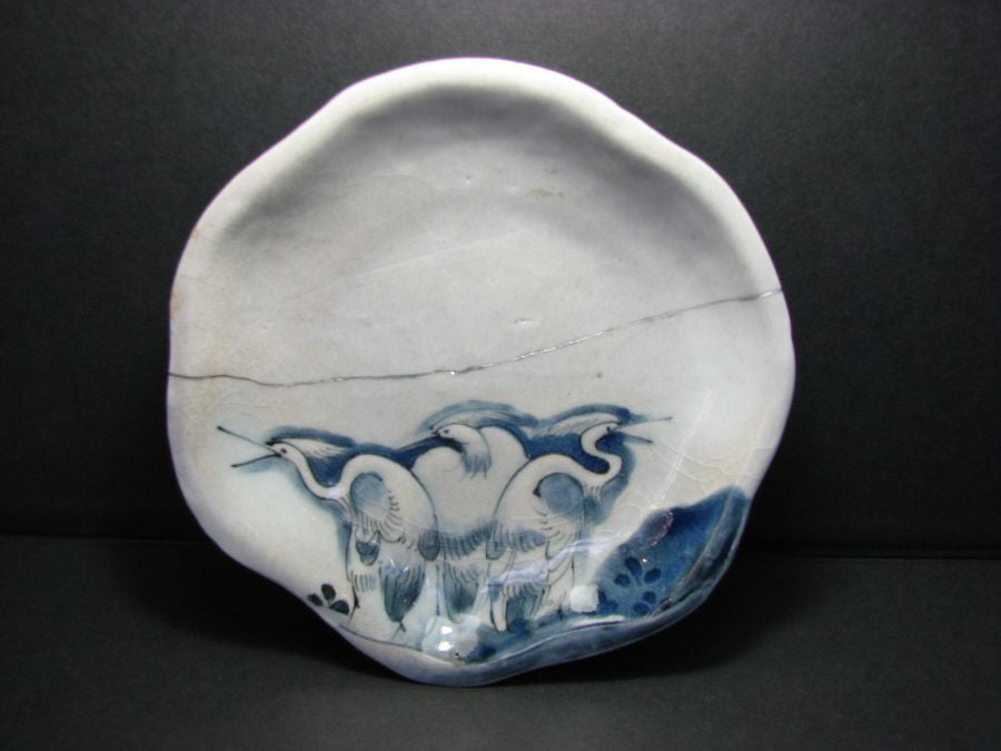 A very rare early Imari moulded blue and white small shaped dish. - asianartlondon