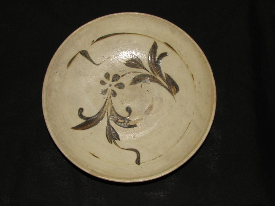 A Cizhou saucer with floral decoration    SOLD - asianartlondon