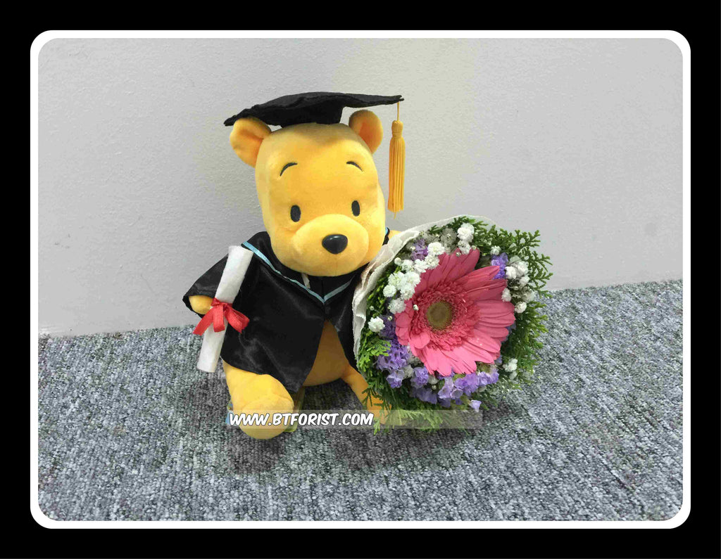 Graduation Pooh w Fresh Flower Bouquet - BWF3688 – BTflorist