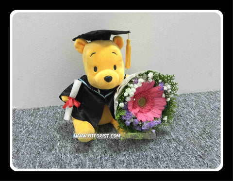 Graduation Pooh w Fresh Flower Bouquet   - BWF3688