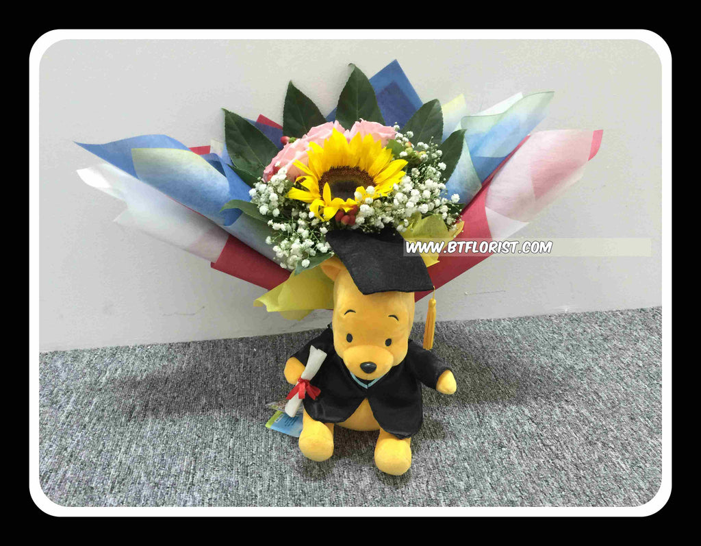 Graduation Pooh w Fresh flower Bouquet - FBQ1367 – BTflorist