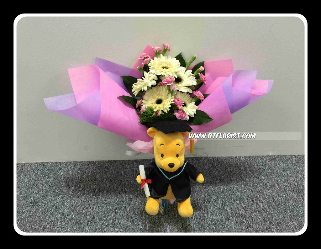 Graduation Pooh w Fresh flower Bouquet II - FBQ1368 – BTflorist