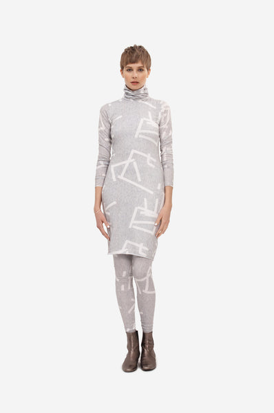 Elastic double layered turtleneck dress with original print and long sleeves