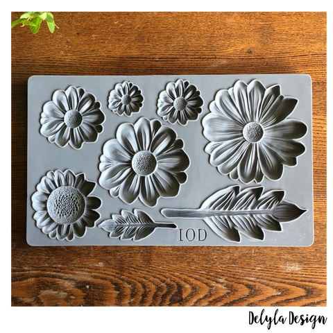 IOD Decor Moulds:  HE LOVES ME