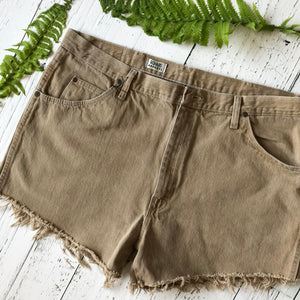Wrangler brown denim cut-offs size 40