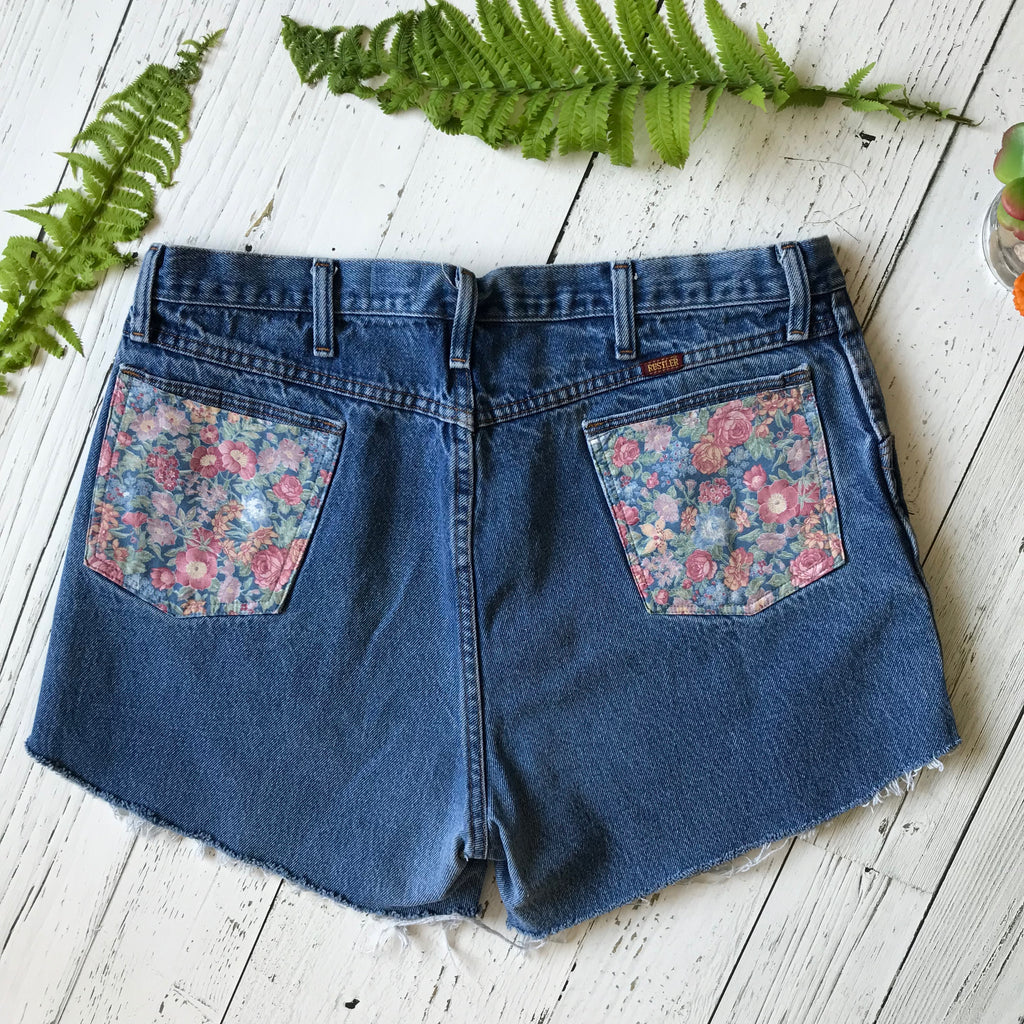 Rustler floral pocket denim cut-offs size 37