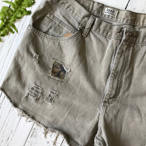 Wrangler sandstone brown denim cut-offs size 38