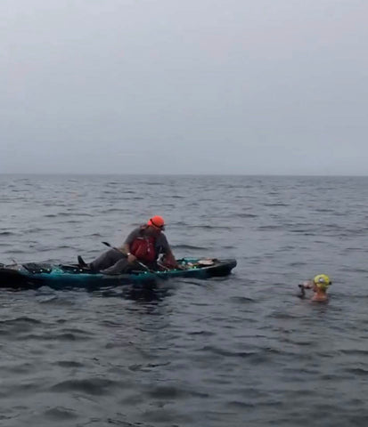 Jessica during the Catalina Channel swim taking a feed break with boyfriend Dan in the support kayak