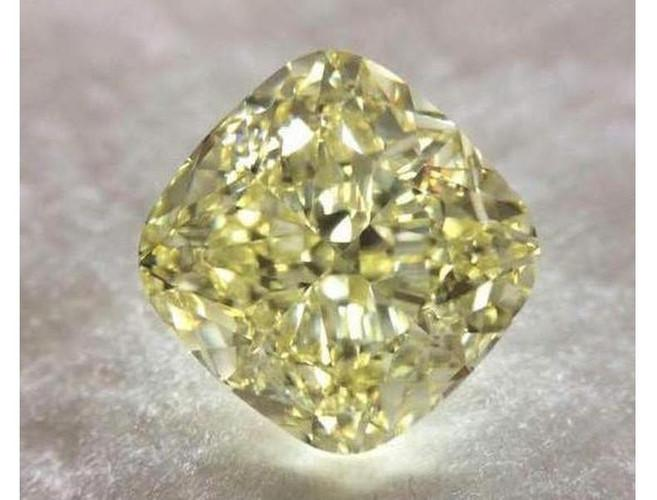 Cushion 5.65ct. Fancy Light Yellow VS2-ColorDiamondsNet