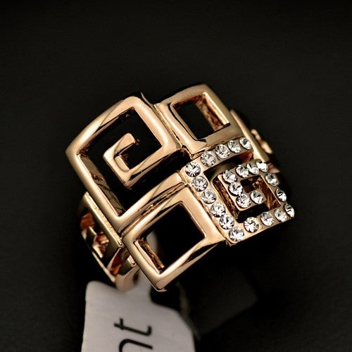 Fashion 18K Rose Gold Plated with Rhinestones Paved Brand Design Trendy Finger Ring