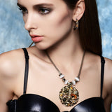 Fashion Jewelry Coffee Gold Zinc Alloy Round Pendant Necklace with Top Crystal Austrian Rhinestone and Opal Stone