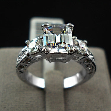 The white gold Plated Rectangle Emerald Cut CZ Zircon Engagement Rings
