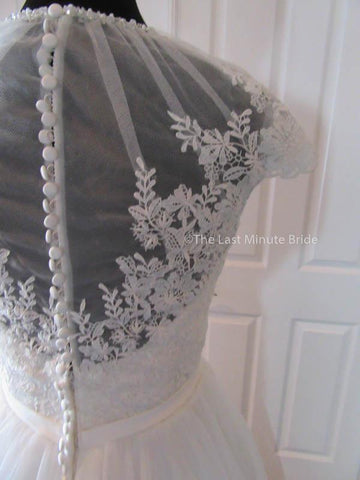 44.5 Hips Wedding Dress