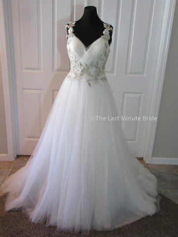 100% Authentic Maggie Sottero Shelby wedding dress from The Last Minute Bride.