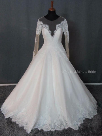 100% Authentic Allure 9366 wedding dress from The Last Minute Bride.