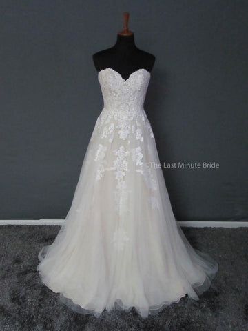 100% Authentic Essense of Australia D2121 Wedding Dress