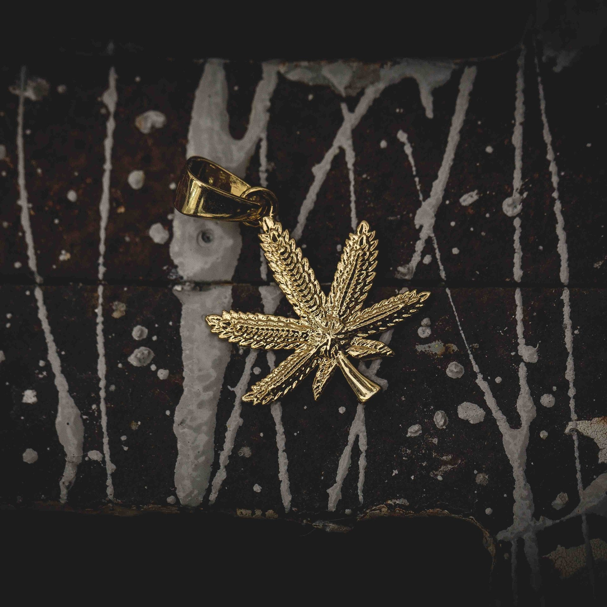 Weed Leaf Pendant - The GLD Shop